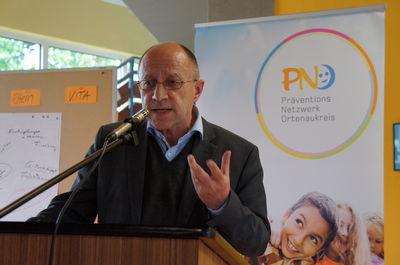 Ullrich Böttinger, Leiter des Präventionsnetzwerks Ortenaukreis, moderierte den Fachtag.