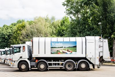 Mit der Fahrzeugkampagne »Voll daneben - Müll gehört nicht in die Landschaft« will der Ortenaukreis auf die Vermüllung der Landschaft aufmerksam machen und zum Umdenken anregen. Nachweis: MERB