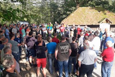 Forstrevierleiter schulen Waldbesitzer